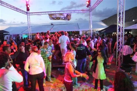 Summer in Amsterdam: Cool down and party hard at the beach