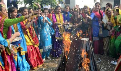 Happy Lohri 2017: Here's why food is fed to the fire on