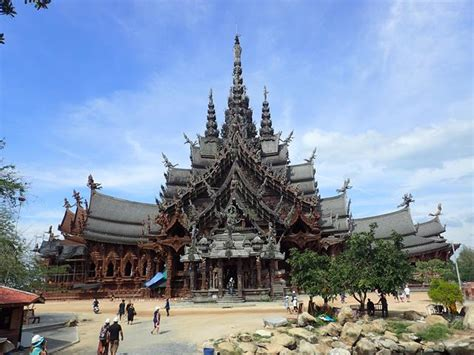 Beautiful wooden temple – The Sanctuary of Truth – Pattaya